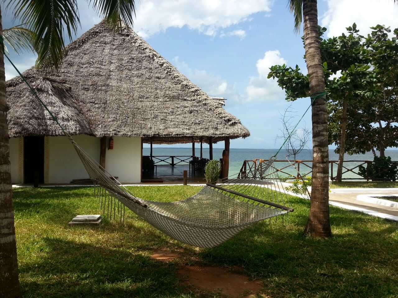 Hammock deck and sea